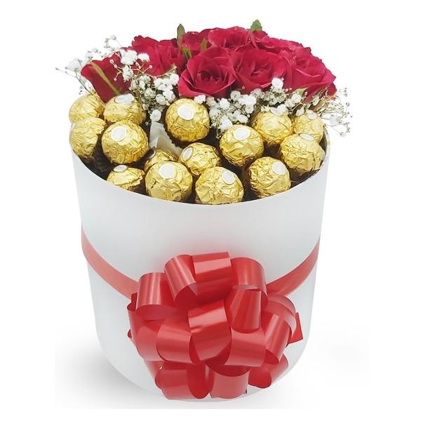 Boite de chocolats et de roses